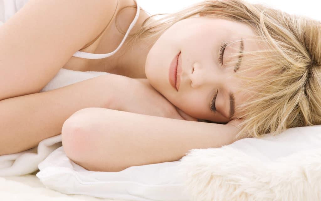 Картинка женщина спит